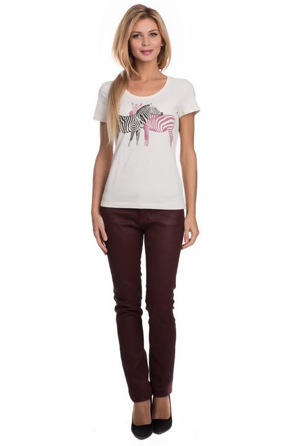 Классические джинсы QSКлассические джинсы<br>Классические джинсы QS бордового цвета. Ткань необычного цвета и фактуры (с легким блеском) – отличительная черта данных брюк. Пошив же модели – классический, удобные карманы спереди и накладные сзади – то, чем привлекают джинсы практичных и модных женщин уже многие годы. Состав: хлопок плюс эластан. Носить такие брючки можно круглогодично в самых разных ансамблях.<br><br>Размер RU: 46<br>Пол: Женский<br>Возраст: Взрослый<br>Материал: хлопок 98%, эластан 2%<br>Цвет: Бордовый