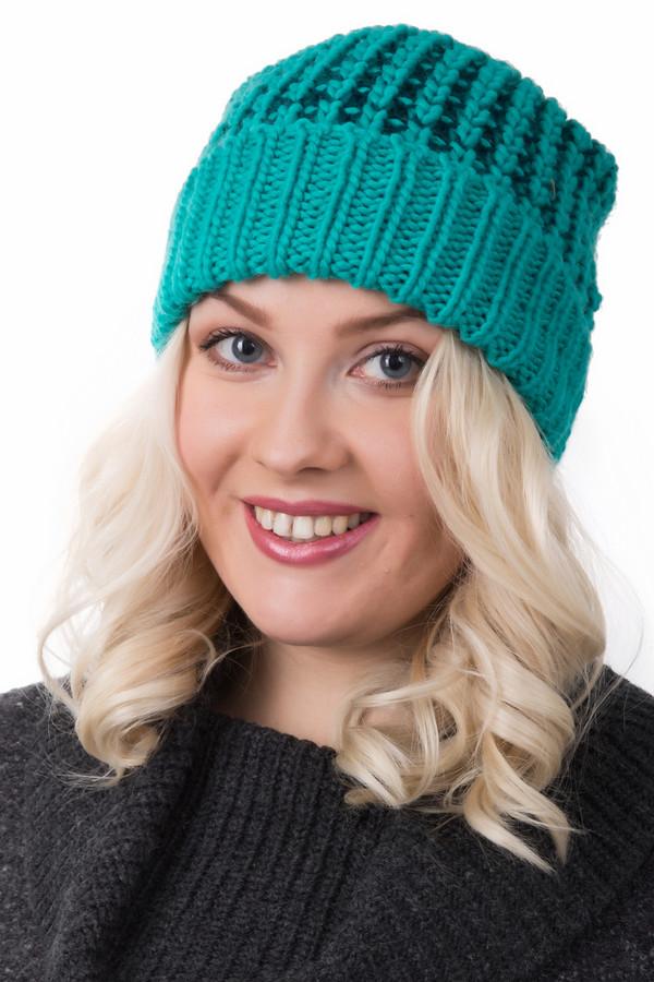 Шапка WegenerШапки<br>Шапка Wegener зеленая. Изящная модель с сочетанием близких цветов гармонична и необычна. Прекрасный основной оттенок дополнен пряжей более темного цвета. Носить такую шапку можно с дубленками и пальто, шубами и куртками зиму напролет. Двойной отворот шапки, связанный резинкой 1 на 1, - оптимальное решение для холодных дней. Состав пряжи: 100%-ный полиамид.<br><br>Размер RU: один размер<br>Пол: Женский<br>Возраст: Взрослый<br>Материал: полиамид 100%<br>Цвет: Зелёный