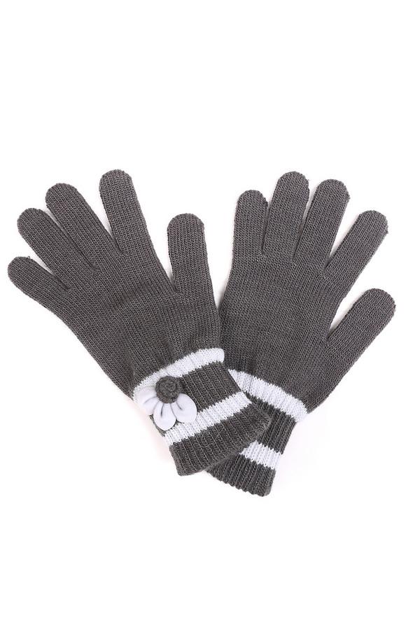 Перчатки WegenerПерчатки<br>Перчатки Wegener серо-белые зимние. Комбинация шерсти, полиамида и вискозы позволяет им согревать нежные женские ручки даже самой суровой зимой. Неброский, но стильный дизайн идеально подойдет к любому образу. Перчатки не только отлично справятся со своей основной функцией, но и послужат оригинальным аксессуаром.<br><br>Размер RU: один размер<br>Пол: Женский<br>Возраст: Взрослый<br>Материал: шерсть 50%, полиамид 40%, вискоза 10%<br>Цвет: Белый