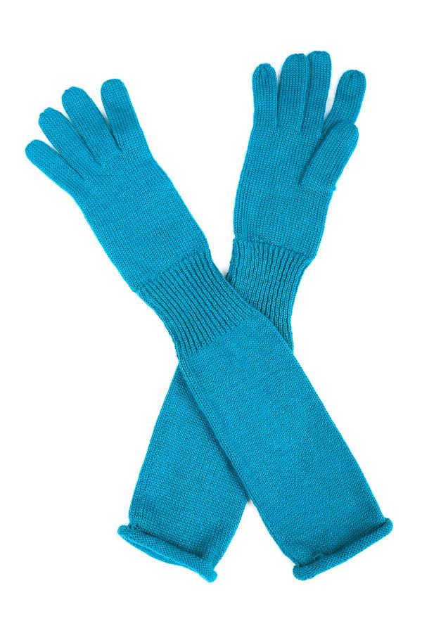 Перчатки SeebergerПерчатки<br>Перчатки Seeberger голубые. Эти высокие перчатки – очень необычны. Выполненные чулочной вязкой, они снабжены резинкой, которая визуально делит перчатки на две половины. Отличный выбор для женщин, ценящих стиль и оригинальность. Состав: шерсть и полиакрил. Превосходно подойдут для зимы. Особый акцент – их приятный цвет, которые освежает и украшает свою обладательницу.<br><br>Размер RU: один размер<br>Пол: Женский<br>Возраст: Взрослый<br>Материал: шерсть 50%, полиакрил 50%<br>Цвет: Голубой