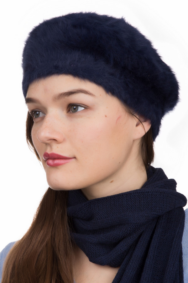 Берет SeebergerБереты<br>Берет Seeberger синий. Необычный пушистый головной убор. Невысокий берет отлично впишется в ваш гардероб и подчеркнет женственность своей обладательницы. Мягкий на ощупь и приятный по касанию, он стане идеальным комби-партнером для пальто, куртки и прочей демисезонной одежды. Состав: эластан, шерсть, полиамид. Отличный выбор для стильной и изысканной барышни.<br><br>Размер RU: один размер<br>Пол: Женский<br>Возраст: Взрослый<br>Материал: эластан 2%, шерсть 80%, полиамид 18%<br>Цвет: Синий