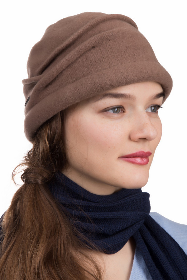 Шляпа SeebergerШляпы<br>Шляпа Seeberger бежевая. Красивая оригинальная шляпка, выполненная в бежевом цвете. Драпировка по окружности головы придает данному фасону неповторимость и шарм. Состав:100%-ная шерсть. Женщина в такой шляпке обязательно привлечет к себе достойное внимание. Очень удобная и неординарная модель.<br><br>Размер RU: один размер<br>Пол: Женский<br>Возраст: Взрослый<br>Материал: шерсть 100%<br>Цвет: Бежевый