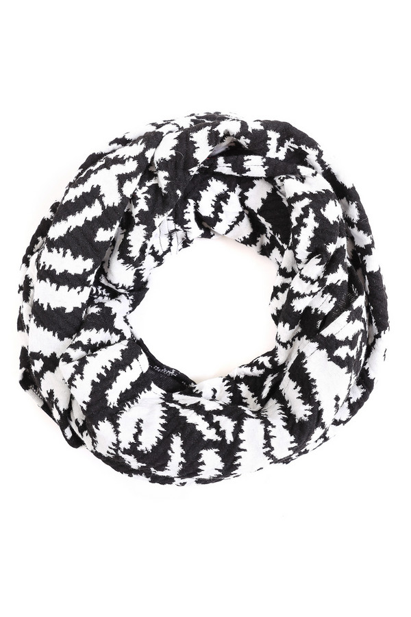 Шарф Tom TailorШарфы<br>Шарф Tom Tailor черно-белый. Идеальная вещь для женщин, которые любят простоту и изысканность. Бело-черный рисунок шарфа подходит к любой одежде. Очень гармонично смотрится с блейзерами, пуловерами, кофточками разных моделей. Состав: хлопок, эластан, полиэстер, вискоза. Очень мягкий и нежный на ощупь, прекрасно драпируется.Удобное демисезонное изделие.<br><br>Размер RU: один размер<br>Пол: Женский<br>Возраст: Взрослый<br>Материал: хлопок 30%, эластан 3%, полиэстер 55%, вискоза 12%<br>Цвет: Белый
