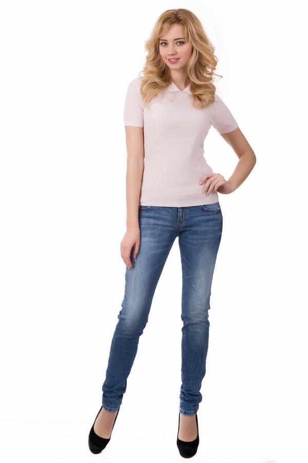 Классические джинсы s.OliverКлассические джинсы<br>Классические джинсы s.Oliver голубые. Облегающие джинсы – это всегда сексуально и очень соблазнительно. Вне зависимости от веяний моды такие модели стабильно на пике популярности – в данных джинсах все формы вашего тела будут представлены в самом выигрышном свете. Сочетание хлопка и эластана безупречно подходит для круглогодичной носки.<br><br>Размер RU: 44<br>Пол: Женский<br>Возраст: Взрослый<br>Материал: хлопок 98%, эластан 2%<br>Цвет: Голубой