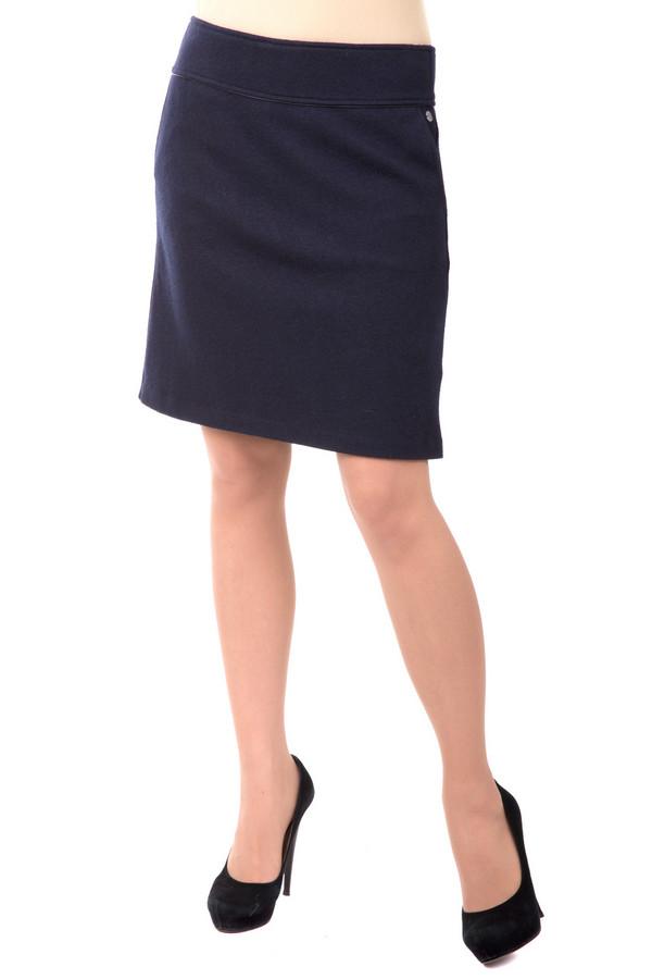 Юбка s.OliverЮбки<br>Юбка s.Oliver cиняя. Если вы любите качественные красивые вещи, то эта синяя юбка для вас. Длина по колено прекрасно подчеркнет стройность ваших ног. Прямой силуэт, широкий пояс с отделкой эко-кожей, боковые карманы делают эту модель очень эффектной. Практичность и удобство - достоинства этой вещи. Состав: вискоза, полиамид, шерсть, подкладка полиэстер,<br><br>Размер RU: 40<br>Пол: Женский<br>Возраст: Взрослый<br>Материал: вискоза 30%, полиамид 30%, шерсть 40%, Состав_подкладка полиэстер 100%<br>Цвет: Синий