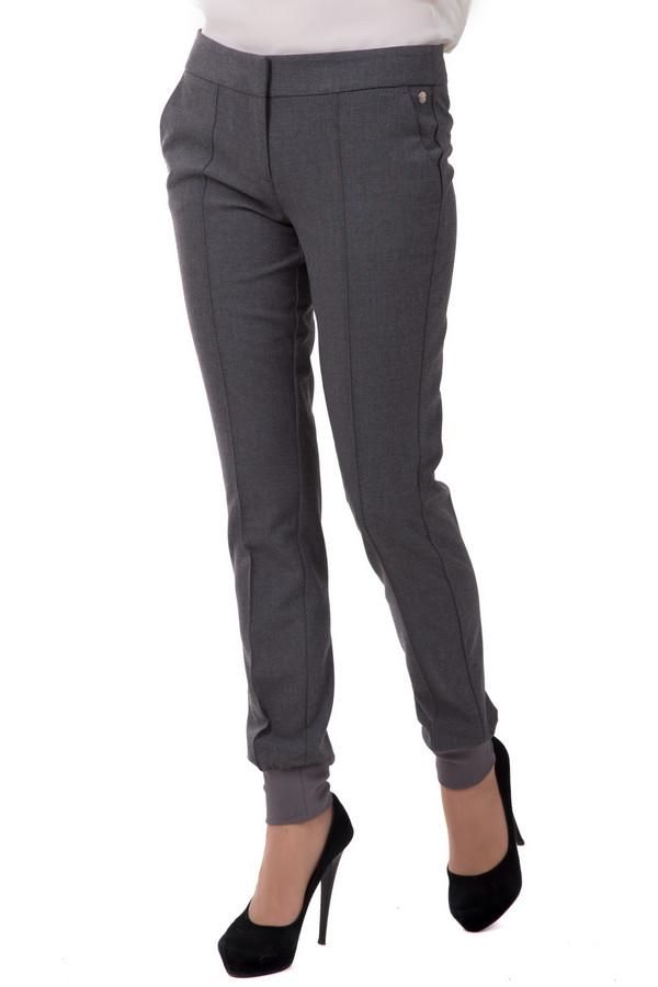 Брюки s.OliverБрюки<br>Брюки s.Oliver женские серые. Оригинальные красивые брюки для модных современных женщин. Брюки смотрятся очень стильно. Облегающий силуэт, манжеты, прорезные карманчики придают модели неординарность. Такая вещь обязательно должна быть в вашем гардеробе. Состав: эластан, вискоза, полиэстер.<br><br>Размер RU: 44(L32)<br>Пол: Женский<br>Возраст: Взрослый<br>Материал: эластан 5%, вискоза 33%, полиэстер 62%, Состав_подкладка полиэстер 100%<br>Цвет: Серый