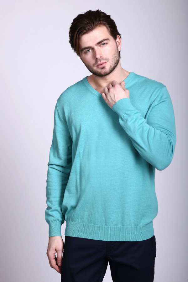 Джемпер Just ValeriДжемперы и Пуловеры<br>Пуловер Just Valeri мужской голубой. Очаровательная по своей элегантности и строгости модель. 100%-ный хлопок – отличный выбор для практичного и удобного гардероба, ведь эта ткань необычайно приятна к телу, в нем не жарко и не холодно. Превосходное демисезонное изделие с треугольным вырезом горловины. Хорошо идет под джинсы и классические строгие брюки.