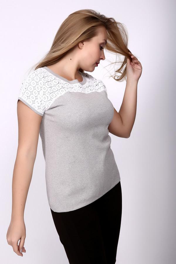 Пуловер Just ValeriПуловеры<br>Пуловер Just Valeri женский бело-серый. Светлые нейтральные тона обеспечивают данной модели завидную популярность – ничего странного, такие цвета гарантируют изделию огромную сочетаемость с прочими вещами женского гардероба. Кружевная вставка на лифе (кокетка) и на рукавах придает этой вещи очарования и шарма, ведь ажурные узоры – это легкость, нежность и изящество. Состав: хлопок и кашемир.<br><br>Размер RU: 48<br>Пол: Женский<br>Возраст: Взрослый<br>Материал: хлопок 95%, кашемир 5%<br>Цвет: Белый