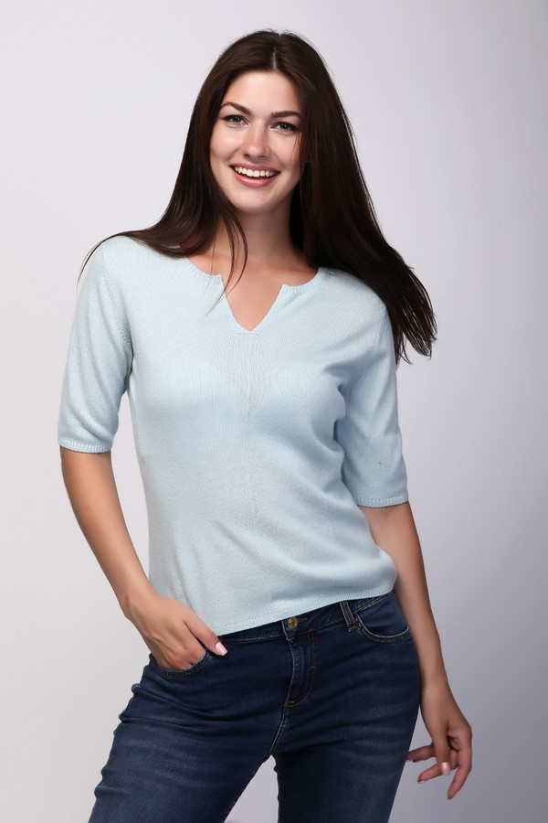 Пуловер Just ValeriПуловеры<br>Пуловер Just Valeri женский голубой. Вы хотите выглядеть нарядно и модно? Тогда этот голубой жакет для вас. Прекрасная структура вязки, красиво выполненная горловина изделия, изящный рукав обязательно вам понравятся. А сочетание натуральных волокон шелка и кашемира делают эту модель очень комфортной. Состав: шелк и кашемир.<br><br>Размер RU: 42<br>Пол: Женский<br>Возраст: Взрослый<br>Материал: шелк 55%, кашемир 45%<br>Цвет: Голубой