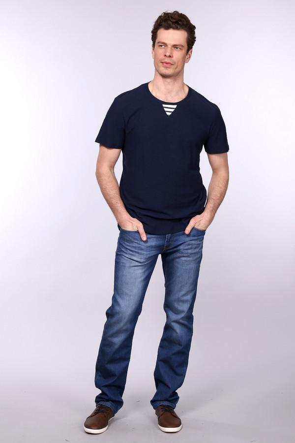 Джинсы PezzoДжинсы<br>Джинсы Pezzo мужские синие. В гардеробе современного мужчины джинсы занимают достойное место. Данная модель – это классика, а она всегда в моде. Прекрасное качество, отличный крой подчеркнут достоинства мужской фигуры. Такие джинсы станут незаменимой одеждой в любых жизненных ситуациях. Состав: хлопок, полиэстер, эластан.<br><br>Размер RU: 54<br>Пол: Мужской<br>Возраст: Взрослый<br>Материал: полиэстер 15%, хлопок 83%, эластан 1%<br>Цвет: Синий