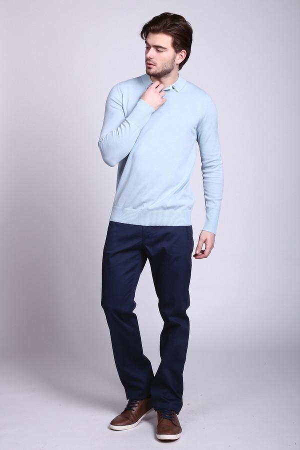 Брюки Just ValeriБрюки<br>Мешковатые мужские брюки Just Valeri синего цвета отлично подходят для мужчин с любым телосложением. Модель эта выполнена из эластана и хлопка. Носить ее можно круглогодично, что особенно удобно, если использовать брюки Just Valeri, как элемент строгого костюма. Дополнено изделие врезными боковыми карманами спереди.<br><br>Размер RU: 54<br>Пол: Мужской<br>Возраст: Взрослый<br>Материал: хлопок 98%, эластан 2%<br>Цвет: Синий