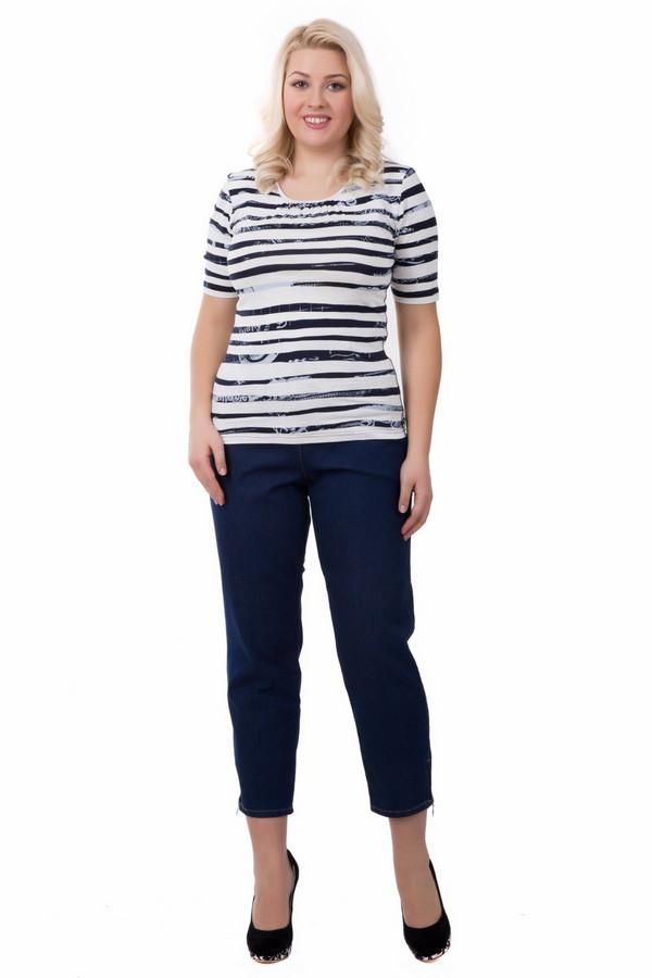 Джинсы PezzoДжинсы<br>Женские джинсы Pezzo синего цвета, не достигающие щиколоток. Больше всего они подходят для носки весной или осенью. В материал изделия входят эластан, хлопок и полиэстер. Эти джинсы подчеркивают фигуру и красивую форму ног, сзади модель украшена двумя вытачками. Спереди изделие дополнено двумя карманами на молнии.<br><br>Размер RU: 56<br>Пол: Женский<br>Возраст: Взрослый<br>Материал: эластан 1%, хлопок 77%, полиэстер 20%<br>Цвет: Синий