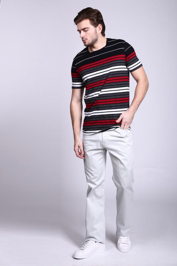 Брюки PezzoБрюки<br>Серые мужские брюки Pezzo создают элегантный и притягательный образ. Отлично подходят в качестве элемента делового костюма. Брюки прямого, строгого покроя, дополнены двумя парами практичных карманов. В состав модели входит хлопок и эластан. Комфортнее всего в таких брюках будет в летний сезон.<br><br>Размер RU: 50<br>Пол: Мужской<br>Возраст: Взрослый<br>Материал: хлопок 98%, эластан 2%<br>Цвет: Серый
