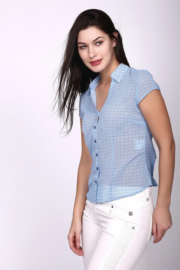 Блузa PezzoБлузы<br>Утонченная женская блуза Pezzo голубого цвета. Материал блузы тонкий и полупрозрачный, покрой прямой, рукава короткие. Воротник отложной. Застегивается модель на шесть маленьких пуговок. Эта модель создает очень нежное впечатление. Изготовлена она из чистого полиэстера. В летний сезон такая модель будет наиболее удобной.<br><br>Размер RU: 46<br>Пол: Женский<br>Возраст: Взрослый<br>Материал: полиэстер 100%<br>Цвет: Голубой