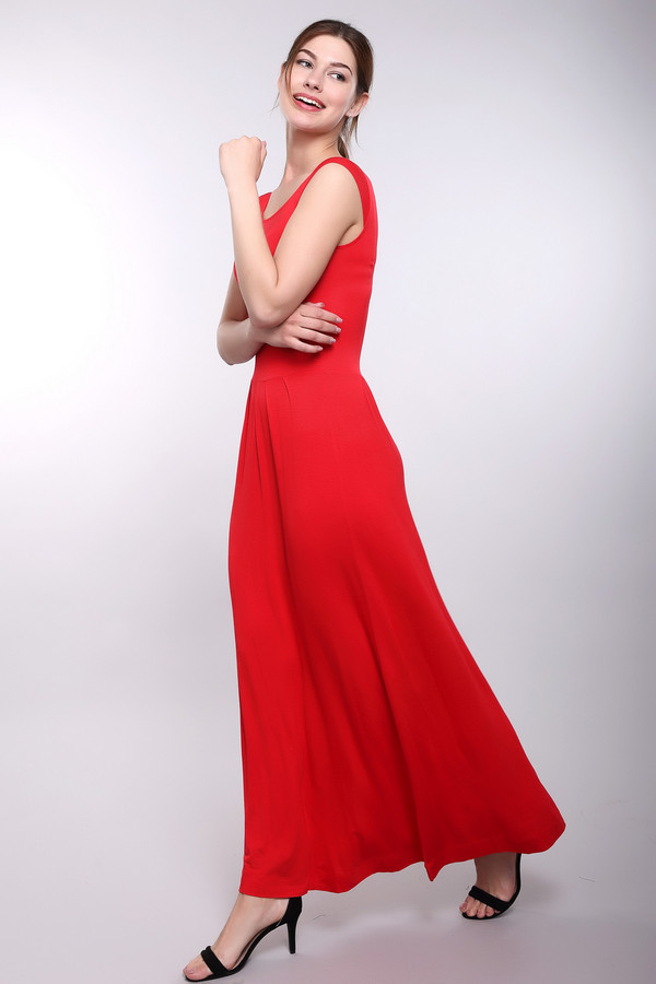 Платье Just ValeriПлатья<br>Восхитительное платье Just Valeri красного цвета. Это приталенное платье подчеркнет женственные формы своей владелицы, а широкая юбка дает свободу передвижения, которой нет у зауженных подолов-макси. Округлый вырез открывает шею и ключицы. Изготовлена эта модель из вискозы и спандекса. Летом в этом платье будет наиболее комфортно.<br><br>Размер RU: 46<br>Пол: Женский<br>Возраст: Взрослый<br>Материал: вискоза 95%, спандекс 5%<br>Цвет: Красный