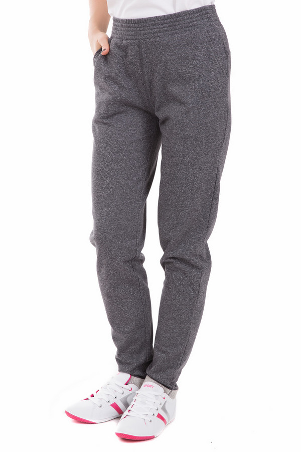 Спортивные брюки Just ValeriСпортивные брюки<br>Спортивные женские брюки Just Valeri темно-серого цвета. Подойдут как для занятий спортом, так и для повседневной носки. Дополнены небольшими врезными карманами спереди, держатся за счет широкой резинкой на поясе. Изделие полностью состоит из чистого хлопка. Подходит для носки в любое время года.<br><br>Размер RU: 42<br>Пол: Женский<br>Возраст: Взрослый<br>Материал: хлопок 100%<br>Цвет: Серый