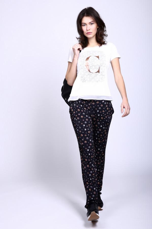 Брюки Just ValeriБрюки<br>Неординарные женские брюки Just Valeri черного цвета с серыми и бежевыми вкраплениями. Узор представляет собой монеты разных размеров, рассыпанные на черном фоне. Штанины присборены снизу, дополняют модель косые врезанные карманы спереди и широкий пояс-резинка. Изготовлены они из вискозы и спандекса. Лучшее время для носки - лето.<br><br>Размер RU: 46<br>Пол: Женский<br>Возраст: Взрослый<br>Материал: вискоза 95%, спандекс 5%<br>Цвет: Разноцветный