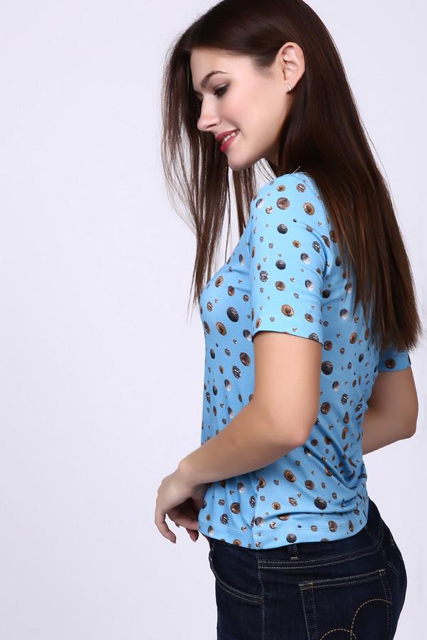 Футболка Just ValeriФутболки<br>Яркая женская футболка Just Valeri голубого цвета с пестрыми вкраплениями изображений монет. Эта приталенная футболка с коротким рукавом, подчеркивающая женственность фигуры, подойдет как к брючному костюму, так и к юбке. Материал изделия содержит спандекс и вискозу. В летний сезон она будет наиболее удобной.<br><br>Размер RU: 48<br>Пол: Женский<br>Возраст: Взрослый<br>Материал: вискоза 95%, спандекс 5%<br>Цвет: Разноцветный