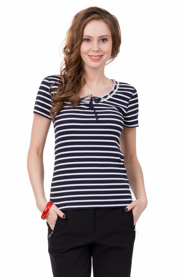 Футболка Just ValeriФутболки<br>Женская футболка Just Valeri темно-синего цвета с белыми горизонтальными полосками. Прямой крой делает эту модель подходящей для любой фигуры, а короткий рукав и легкая материя - идеальной одеждой для лета. Украшает футболку окантовка горловины из белого кружева и темно-синей тонкой ленты. Изделие выполнено из хлопка и спандекса.<br><br>Размер RU: 40<br>Пол: Женский<br>Возраст: Взрослый<br>Материал: хлопок 95%, спандекс 5%<br>Цвет: Белый