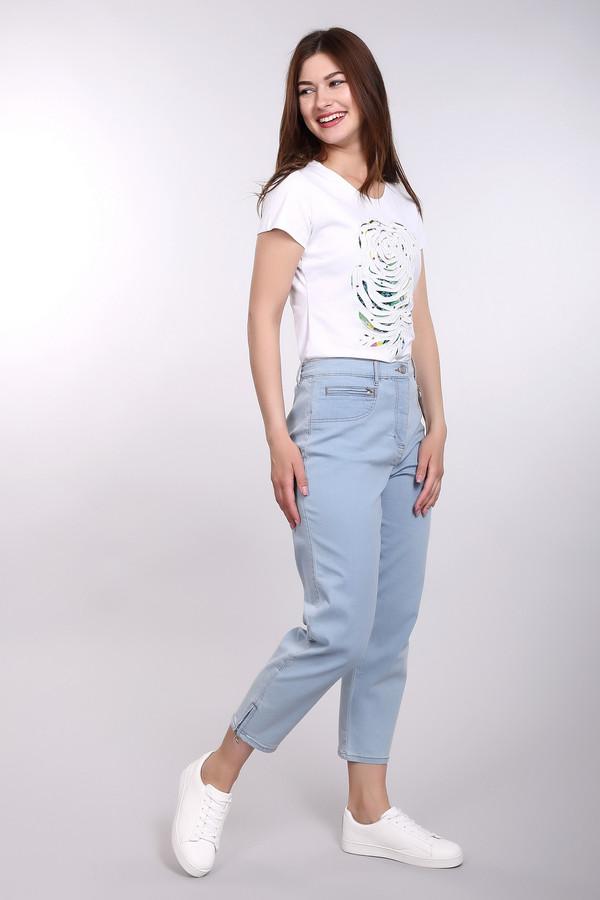 Джинсы PezzoДжинсы<br>Изящные женские джинсы Pezzo голубого цвета. Джинсы на ладонь не доходят до щиколоток, спереди дополнены карманами на молнии. На штанинах внизу короткие молнии, которые дают возможность расширить узкую штанину при необходимости. Материалы изделия - полиэстер, хлопок, эластан. В летний сезон такие джинсы станут хорошим выбором.<br><br>Размер RU: 48<br>Пол: Женский<br>Возраст: Взрослый<br>Материал: эластан 1%, хлопок 77%, полиэстер 20%<br>Цвет: Голубой