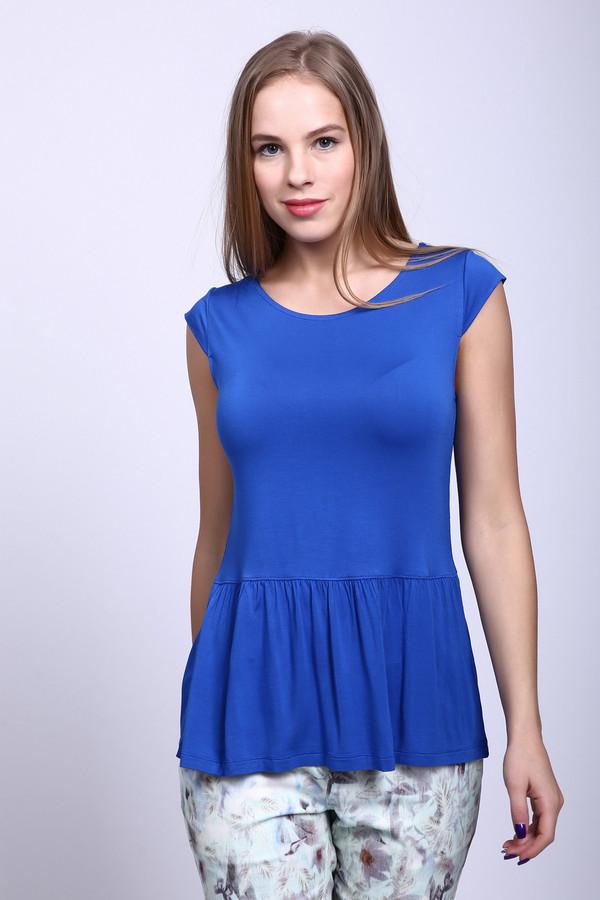 Футболка Just ValeriФутболки<br>Женская футболка Just Valeri яркого синего цвета. Такая футболка будет хороша и в повседневной носке, и в качестве праздничной одежки. Футболка эта с широким вырезом горловины, приталена, а от талии - отрезная со складчатой басочкой. Материал модели - вискоза и спандекс. В летний сезон в такой футболке будет комфортнее всего.<br><br>Размер RU: 40<br>Пол: Женский<br>Возраст: Взрослый<br>Материал: вискоза 95%, спандекс 5%<br>Цвет: Синий