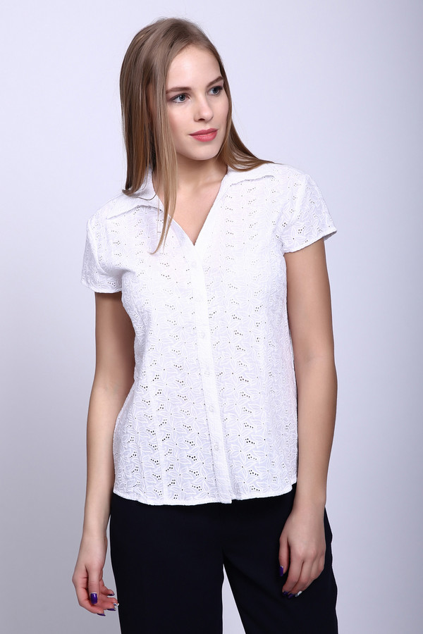 Блузa PezzoБлузы<br>Блузa Pezzo белая. Кружевная блузочка из легкой хлопковой ткани – это то, что должно быть в гардеробе каждой женщины. Изящная и милая, эта модель никого не оставит равнодушным. Кроме того, данная вещь чудесно сочетается с брюками и юбками самых разных оттенков, а также фасонов. Носить ее захочется почаще, и не только в офис.<br><br>Размер RU: 50<br>Пол: Женский<br>Возраст: Взрослый<br>Материал: хлопок 100%<br>Цвет: Белый