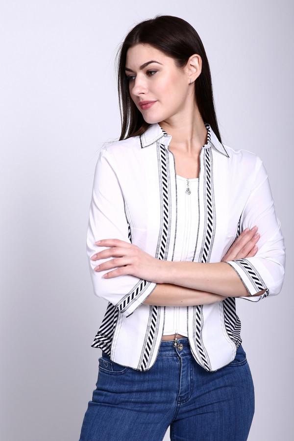 Блузa PezzoБлузы<br>Эту блузу сложно назвать просто блузой. Бренд Pezzo всегда поражает оригинальностью и данное изделие тому подтверждение. С первого взгляда кажется, что это две разные вещи – футболка, поверх которой надет пиджак. Но нет, это такой необычный дизайнерский ход. Блуза белого цвета, дополнительно украшена чёрными диагональными полосами. Слегка заужена на талии. Застёгивается на молнию. Средняя часть укорочена – за счёт этого и создается эффект двух вещей.<br><br>Размер RU: 44<br>Пол: Женский<br>Возраст: Взрослый<br>Материал: хлопок 78%, спандекс 3%, нейлон 19%<br>Цвет: Синий