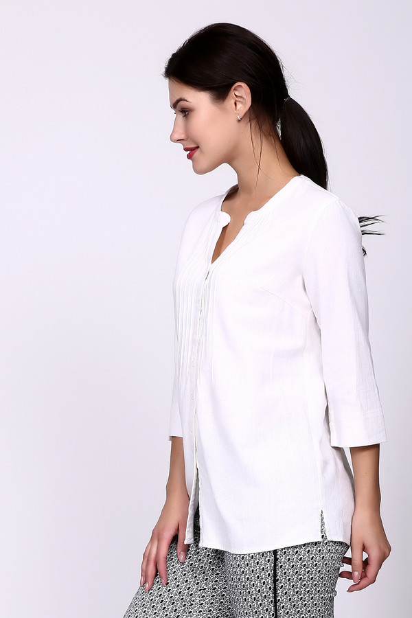 Блузa PezzoБлузы<br>Многие работают в офисах, где требуют носить классические костюмы. Но девушкам всегда хочется быть индивидуальной в любой ситуации. В этом поможет блуза от Pezzo. Изделие выполнено в белом цвете, ткань не сильно плотная. Блуза свободная, не облегает. Застёгивается на пуговицы. Длина рукава – ?. Само изделие удлинённое – это дает возможность носить её разными способами: заправлять или носить навыпуск. Состав – 55% лён, 45% вискоза.<br><br>Размер RU: 48<br>Пол: Женский<br>Возраст: Взрослый<br>Материал: вискоза 45%, лен 55%<br>Цвет: Белый
