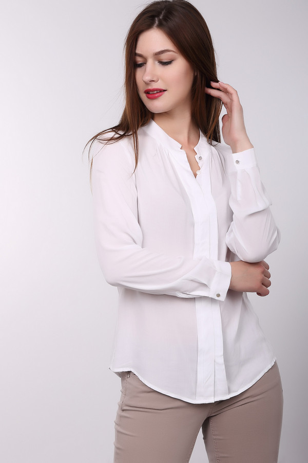Блузa PezzoБлузы<br>Если Вы хотите освежить Ваш офисный костюм, блуза от Pezzo белого цвета идеально подходит для этого. Изделие выполнено из тонкой, полупрозрачной ткани. Блуза свободная, не облегает. Застёгивается на пуговицы-невидимки. Блуза длинная, что позволяет носить её разными способами – навыпуск или заправляя. Состав – 100% вискоза.<br><br>Размер RU: 48<br>Пол: Женский<br>Возраст: Взрослый<br>Материал: вискоза 100%<br>Цвет: Белый