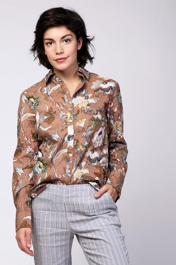 Блузa PezzoБлузы<br>Пёстрая бежевая блуза Pezzo с длинным рукавом необычна своим цветочным принтом. 100% хлопок - гарантия того, что в такой блузе будет не жарко в летнее время. Застегивается на пуговицы, то есть, вырез можно варьировать. Дополнена стильными манжетами и строгим воротом. Свободный покрой сделает фигуру визуально стройнее.