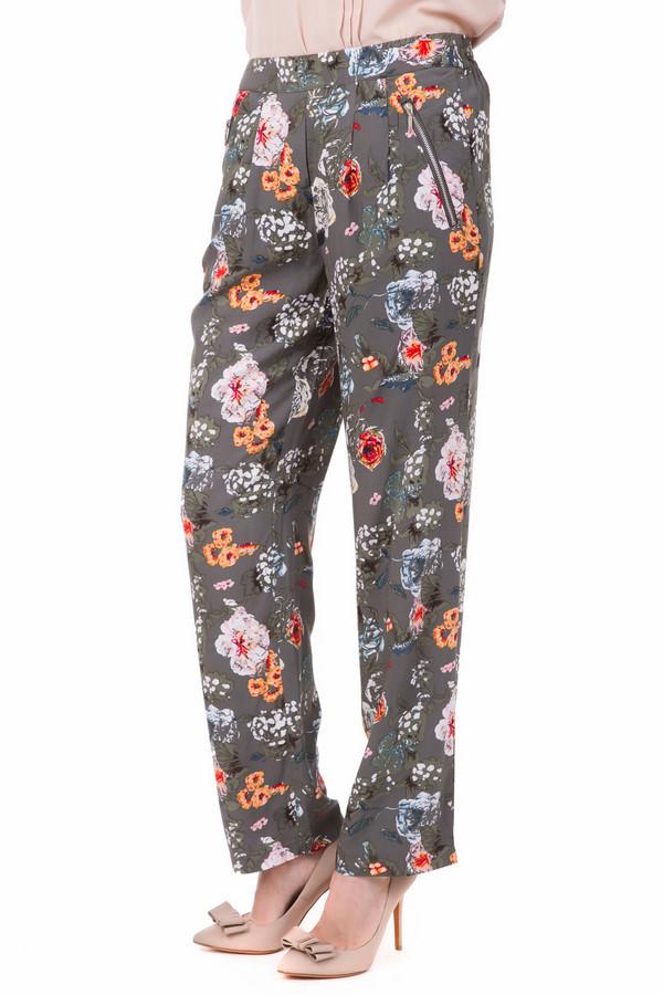 Брюки PezzoБрюки<br>Яркие красочные летние брюки Pezzo прямого кроя. Оригинальный цветочный принт на лаконичном сером фоне дадут вам большие возможности для комбинирования нарядов. Косые брючные карманы на молнии и подчеркивающая фигуру драпировка на поясе придадут шарма вашей фигуре и удобство в носке.<br><br>Размер RU: 44<br>Пол: Женский<br>Возраст: Взрослый<br>Материал: вискоза 100%<br>Цвет: Разноцветный