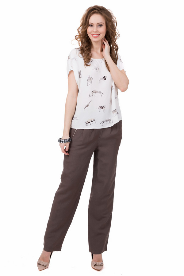 Брюки PezzoБрюки<br>Легкие летние брюки Pezzo коричневого цвета. Простая лаконичная модель, украшенная складками и косыми карманами на застежках-молниях. Прямой крой и удобная средняя посадка - несомненные достоинства этой модели. Брюки заслуженно займут свое место в вашем повседневном гардеробе.<br><br>Размер RU: 48<br>Пол: Женский<br>Возраст: Взрослый<br>Материал: вискоза 45%, лен 55%<br>Цвет: Коричневый