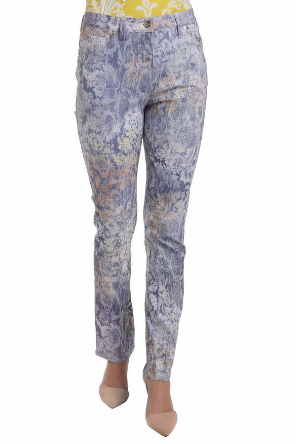 Брюки PezzoБрюки<br>Обворожительно-игривые брюки Pezzo для активной и яркой девушки! Просто необходимая вещь в летнем гардеробе. Зауженный крой подчеркнет стройность и длину ног, а непринужденно-легкий принт создаст нужное настроение для создания образа. Ненавязчивая цветовая гамма позволяет удачно комбинировать всевозможные цвета и экспериментировать с аксессуарами.<br><br>Размер RU: 52<br>Пол: Женский<br>Возраст: Взрослый<br>Материал: хлопок 75%, нейлон 21%, спандекс 4%<br>Цвет: Разноцветный