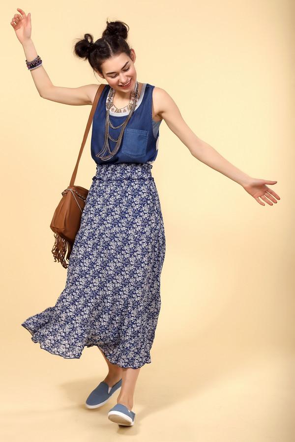 Юбка PezzoЮбки<br>Юбка-трансформер Pezzo. Покупая одну вещь, получаете, как минимум три. Красивая и легкая юбка с цветочным принтом с длинной ниже колена. При наличии пояса просто превращается в летнее платье. А благодаря пристроченным к поясу бретелям юбку можно носить как сарафан. Замечательное решение для отпуска, чтобы сэкономить место в багаже.<br><br>Размер RU: 40<br>Пол: Женский<br>Возраст: Взрослый<br>Материал: вискоза 100%<br>Цвет: Белый