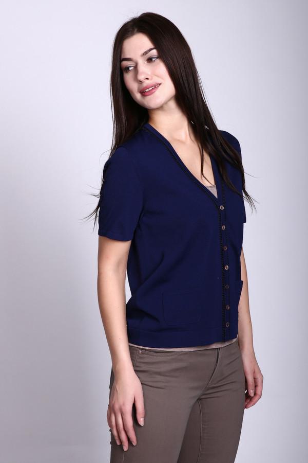 Жакет PezzoЖакеты<br>Жакет Pezzo с короткими рукавами. Необходимая вещь в гардеробе каждой женщины. Отличное дополнение к любому деловому образу благодаря простоте и элегантности одновременно. V-образный вырез отлично подойдет в комбинации с рубашками и блузками. Застегивается на небольшие пуговицы, имеет два удобных кармана, благодаря нейлону в своем составе не теряет формы и не растягивается.<br><br>Размер RU: 46<br>Пол: Женский<br>Возраст: Взрослый<br>Материал: вискоза 63%, нейлон 37%<br>Цвет: Синий
