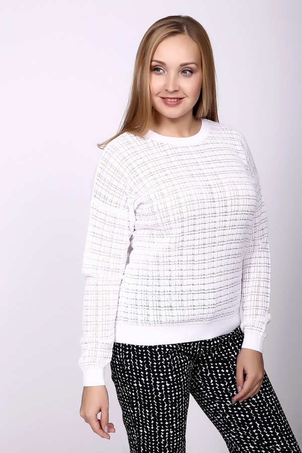 Пуловер PezzoПуловеры<br>Пуловер Pezzo белый. Отличный выбор для романтической женственной натуры! В таком пуловере вы будете на высоте вне зависимости от ситуации – будь то офис, или свидание, или прогулка по городу. Сочетать это изделие вы сможете с чем угодно – белый пуловер чудесно впишется в различные ансамбли. Состав: хлопок плюс нейлон.