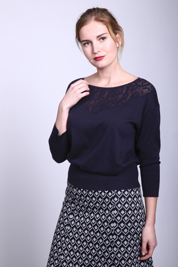 Пуловер PezzoПуловеры<br>Пуловер Pezzo черный. Ажурная кокетка этой модели обращает на себя внимание. Свободный силуэт и непринужденный крой – это характерные черты нашего пуловера. Благодаря своему цвету он не только стройнит, но еще и превосходно сочетается с вещами самых разных цветов и оттенков. Состав: хлопок и акрил.<br><br>Размер RU: 46<br>Пол: Женский<br>Возраст: Взрослый<br>Материал: хлопок 50%, акрил 50%<br>Цвет: Синий