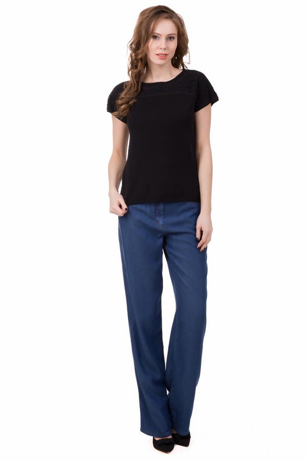 Классические джинсы SteilmannКлассические джинсы<br>Классические джинсы Steilmann синие. Прямой крой и свободный силуэт, не сковывающий ваших движений - достоинства данной модели. Минималистическая модель, которую украшают декоративные шлевки. Вещь превосходно сочетается с прочей одеждой из вашего шкафа.<br><br>Размер RU: 42<br>Пол: Женский<br>Возраст: Взрослый<br>Материал: лиоцел 100%<br>Цвет: Синий