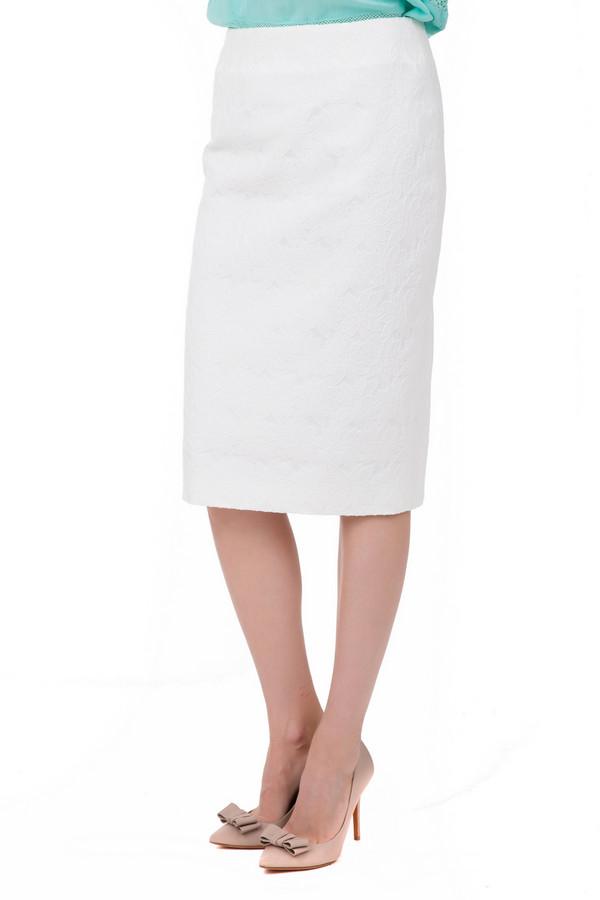 Юбка GardeurЮбки<br>Юбка Gardeur белая. Модель юбка-карандаш уже многие годы занимает свое заслуженное и почетное место на вершинах хит-парадов модной и популярной одежды. Белый рисунок на белом фоне придает ей дополнительного шика и неординарности. Состав: полиэстер, эластан, хлопок. Юбка бесподобно комбинируется с различным верхом и обувью на каблуках разной высоты.<br><br>Размер RU: 44<br>Пол: Женский<br>Возраст: Взрослый<br>Материал: эластан 1%, хлопок 60%, полиэстер 39%, Состав_подкладка полиэстер 100%<br>Цвет: Белый