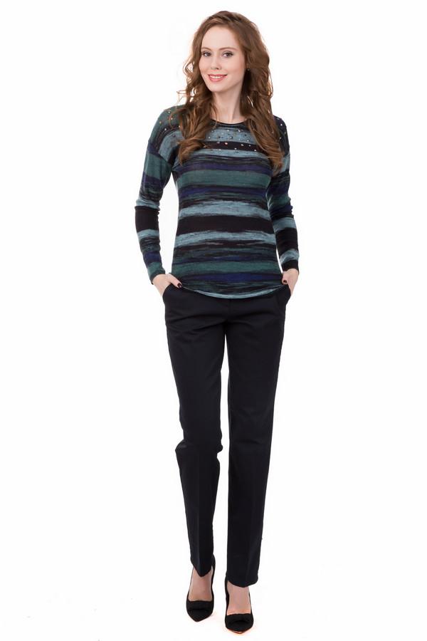 Брюки BraxБрюки<br>Брюки Brax женские. Деловые брючки черного цвета просто незаменимы в базовом женском гардеробе, и немудрено: с ними легко сочетается вся прочая одежда. Самое время завести и себе такие. Состав: эластан и хлопок. Легкие складочки на брючинах – также неизменный атрибут делового стиля.<br><br>Размер RU: 48<br>Пол: Женский<br>Возраст: Взрослый<br>Материал: хлопок 98%, эластан 2%<br>Цвет: Чёрный