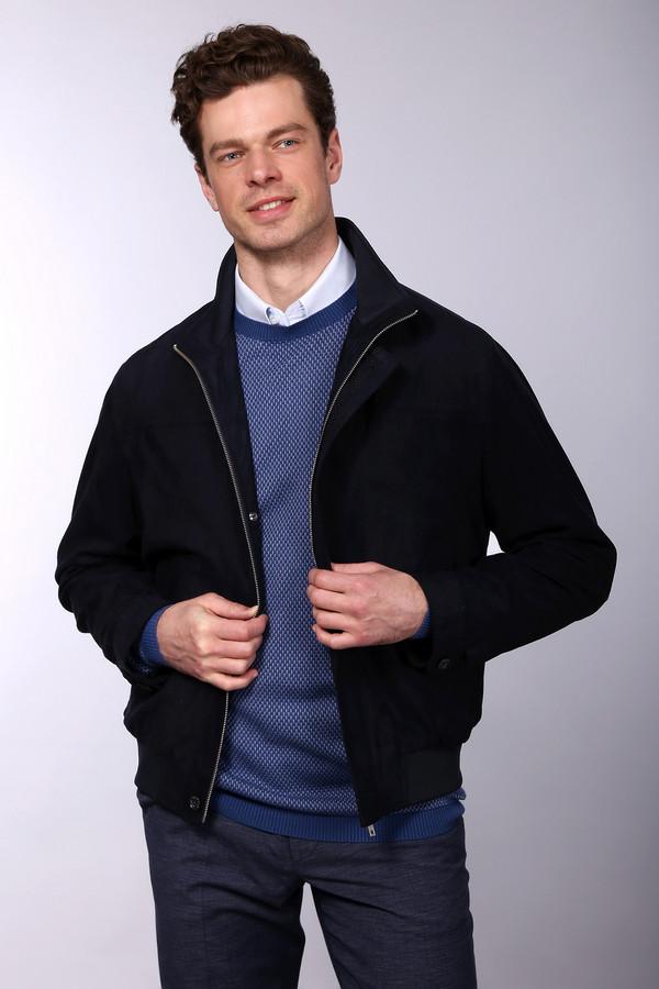 Куртка BugattiКуртки<br>Куртка Bugatti мужская темно-синяя. Матовая поверхность этой курточки выглядит очень изысканно и стильно, такой цвет выглядит благородно и просто роскошно. Застежка на молнию и пуговицы удобна и функциональна. Достоинства этой демисезонной модели сложно переоценить. Состав: полиэстер. Подкладка: полиэстер и ацетат.<br><br>Размер RU: 54К<br>Пол: Мужской<br>Возраст: Взрослый<br>Материал: полиэстер 100%, Состав_подкладка полиэстер 40%, Состав_подкладка ацетат 60%<br>Цвет: Синий