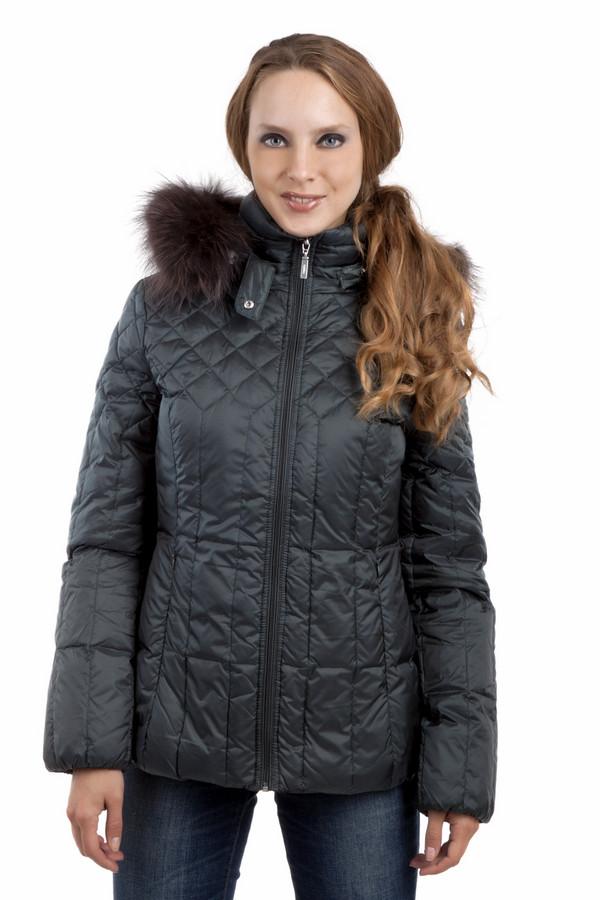 Куртка PezzoКуртки<br>Теплая пуховая куртка Pezzo приталенного кроя. Насыщенного темно-зеленого цвета. Замечательный отстегивающийся капюшон с меховой опушкой незаменим в холодную зимнюю погоду. Центральная часть изделия застегивается на молнию. Модель дополнена двумя боковыми карманами на скрытой молнии и манжетами с резинкой.Комфортное и стильное изделие, отличный вариант на каждый день.  Натуральный мех 100% енот.  В качестве подкладки использован материал 100% полиэстер.  Утеплитель 90% утиный пух, 10% утиное перо.<br><br>Размер RU: 48<br>Пол: Женский<br>Возраст: Взрослый<br>Материал: полиэстер 100%<br>Цвет: Зелёный