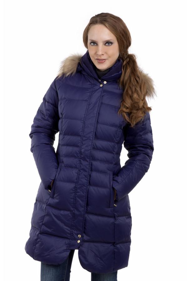Пальто Just ValeriПальто<br>Теплое пуховое пальто Just Valeri приталенного кроя. Потрясающего глубоко-фиолетового цвета. Замечательный комфортный отстегивающийся капюшон с меховой планкой делает это изделие незаменимым в холодную погоду. Центральная часть изделия застегивается на молнию и ветрозащитную планку на кнопках. Модель дополнена четырьмя карманами, два нагрудных кармана на скрытой молнии и два внешних боковых кармана. Воротник стойка дополнен трикотажной резинкой.   Натуральный мех 100% енот.  В качестве подкладки использован гладкий материал 100% нейлон.  Утеплитель 90% утиного пуха, 10% утиного пера.<br><br>Размер RU: 48<br>Пол: Женский<br>Возраст: Взрослый<br>Материал: нейлон 100%<br>Цвет: Фиолетовый