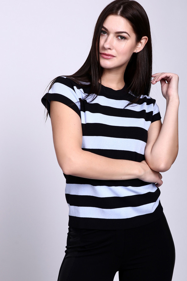 Пуловер PezzoПуловеры<br>Пуловер Pezzo черно-голубой женский. Привлекательная и стильная модель для женщин любого возраста. Вы можете носить эту вещь весной, летом или осенью, комбинируя ее с другими предметами вашего гардероба: юбками и брюками. Короткий рукавчик и актуальный рисунок в полоску придают этой модели очарования. Состав: полиамид, эластан, вискоза.