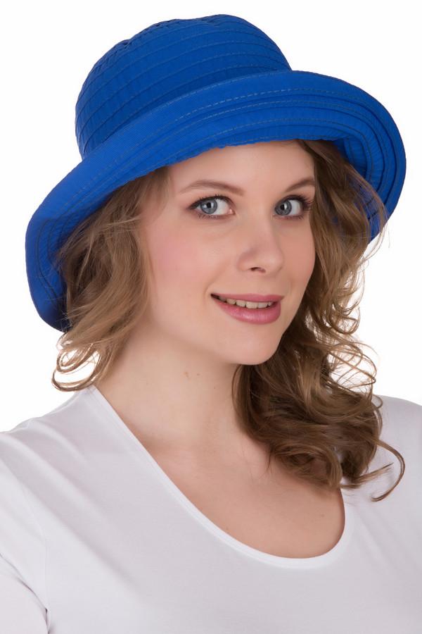 Шляпа PezzoШляпы<br>Шляпа Pezzo синяя. Ткани и материалы оттенка электрик – это уже признанный тренд не одного сезона. Здесь все вполне обоснованно, ведь такая расцветка делает изделие сочным и свежим, а обладательницу подобной вещи – моложе. Состав: 100%-ный полиэстер. Модель подкупает своей необычностью: она как будто бы сшита из тоненьких полос ткани, которые красиво накладываются друг на друга.<br><br>Размер RU: один размер<br>Пол: Женский<br>Возраст: Взрослый<br>Материал: полиэстер 100%<br>Цвет: Синий