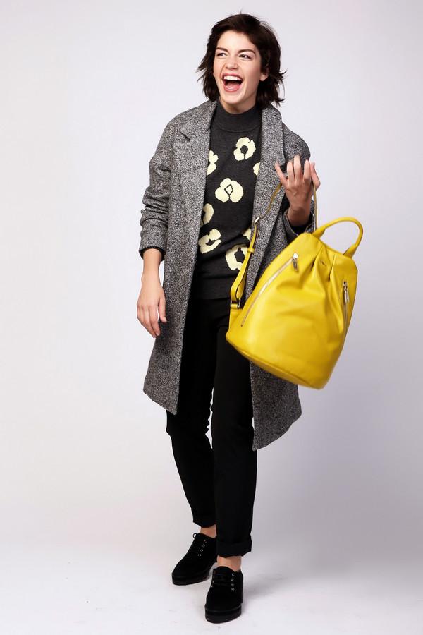 Пальто PezzoПальто<br>Пальто Pezzo серое. Модели одежды оверсайз пользуются неизменным спросом у женщин вот уже несколько сезонов. Такие изделия отличают красивая посадка и элегантный вид. Актуальный лук в данной модели вам гарантирован. Небрежная застежка на одну пуговицу, длина выше колен и большие накладные карманы – все эти черты вашего образа смотрятся просто великолепно в данной модели. Состав: шерсть и вискоза.<br><br>Размер RU: 44<br>Пол: Женский<br>Возраст: Взрослый<br>Материал: вискоза 65%, шерсть 35%<br>Цвет: Серый
