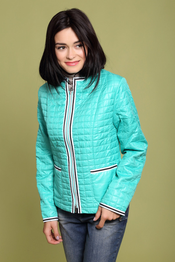 Куртка Just ValeriКуртки<br>Куртка Just Valeri голубая. Простеганная курточка с отделкой на застежке, карманах и рукавах – молодежная и очень стильная вещь, которую мы рекомендуем носить весной и осенью, когда погода еще достаточно прохладная. Сшитая из 100%-ного полиэстера, курточка будет хороша для непогожих сырых дней. Отлично сочетается с брюками и джинсами разных фасонов, а также с юбками.<br><br>Размер RU: 48<br>Пол: Женский<br>Возраст: Взрослый<br>Материал: полиэстер 100%<br>Цвет: Голубой