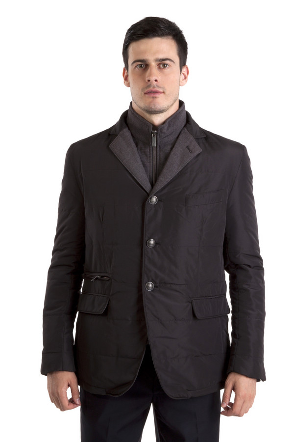 Куртка Just ValeriКуртки<br>Черная куртка Just Valeri с отстегивающимся воротником. Центральная часть изделия застегивается на молнию и пуговицы. Модель дополнена: двумя накладными кармана, одним карманом застежка-молния и тремя внутренними кармана. На манжетах расположены пуговицы. Изделие оформлено красивой фурнитурой, английским воротником.   Подкладка и утеплитель 100 полиэстер.<br><br>Размер RU: 56<br>Пол: Мужской<br>Возраст: Взрослый<br>Материал: полиэстер 100%<br>Цвет: Чёрный