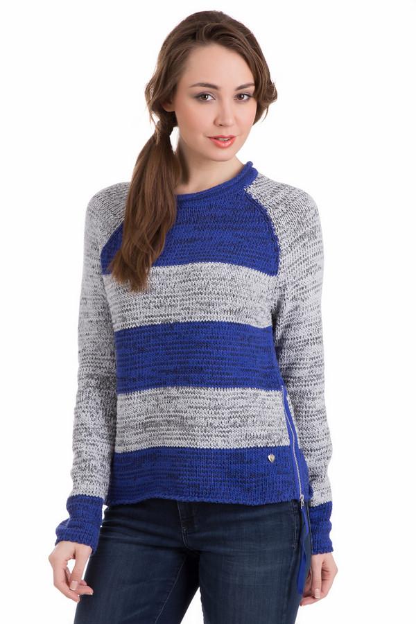 Пуловер PezzoПуловеры<br>Пуловер Pezzo в полоску. Серый и синий – сочетание уже классическое. Этот стильный реглан выглядит поистине безупречно. Широкие горизонтальные полоски сделают ваш образ богаче и ярче. Особое внимание – на оформление боковой части пуловера. Там расположены молния и декоративный элемент в форме сердечка. Оптимально выглядит такая модель в компании с джинсами, хотя и другие варианты будут весьма кстати.