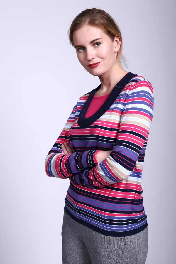 Пуловер PezzoПуловеры<br>Пуловер Pezzo разноцветный. Белый, розовый, голубой, бежевый, синий, сиреневый – целый хоровод красок и оттенков представлен на этом изделии. Интересная и необычная деталь – как бы двойной вырез горловины, продублированный вставкой розового цвета. Состав: вискоза, хлопок, полиамид, спандекс.